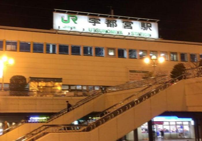 宇都宮駅は夜なので人もまばらです